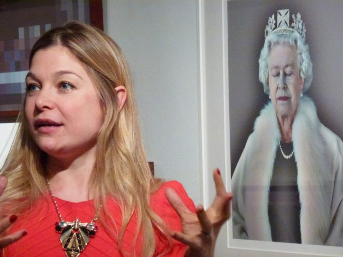 Artscapes guide Kate in front of Chris Levine's iconic portrait of The Queen at the Fine Art Society